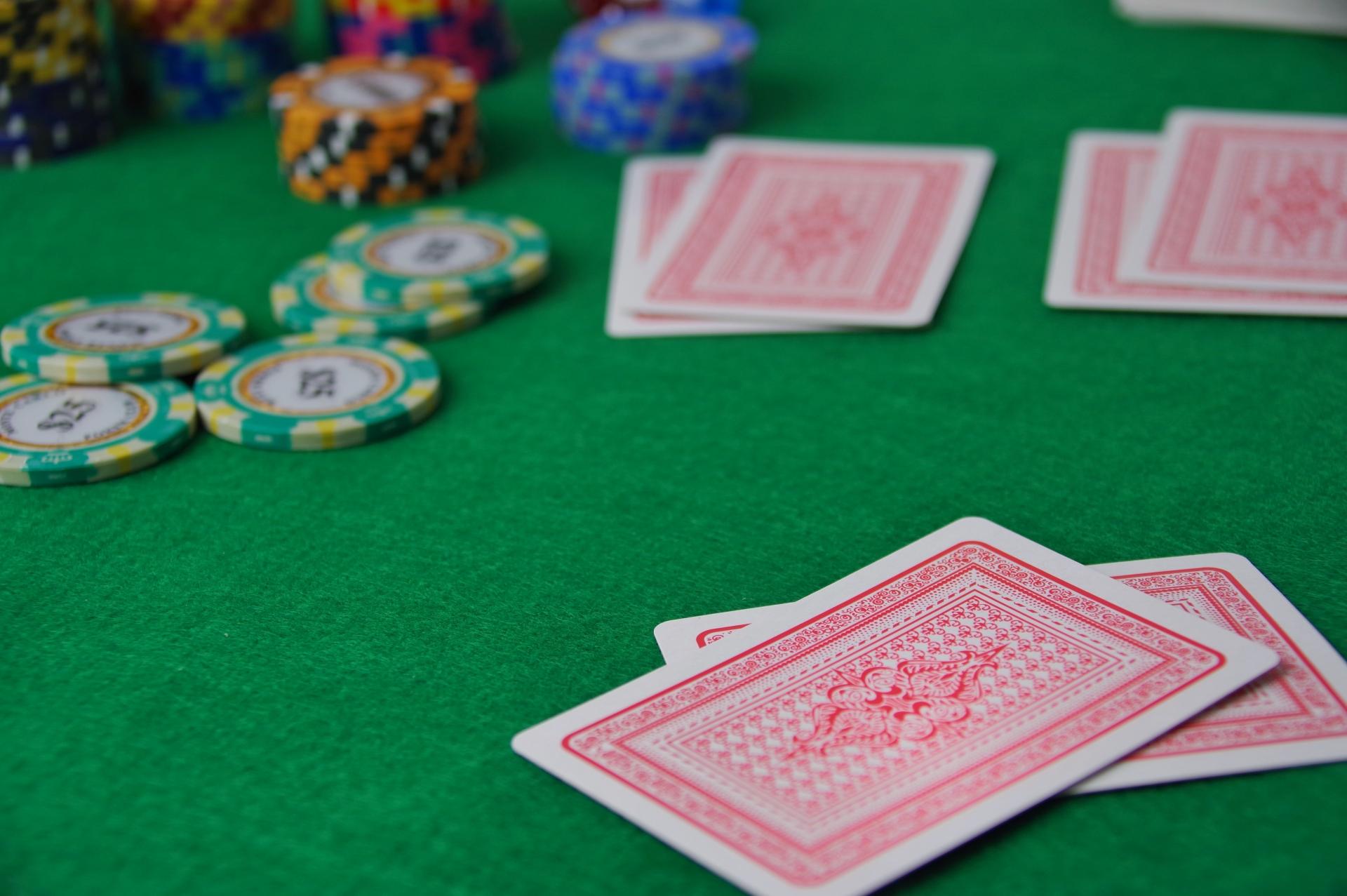スリーカードポーカー 必勝法